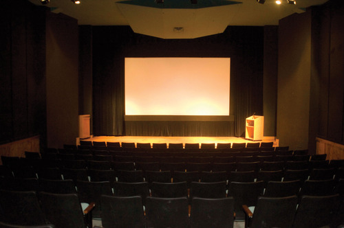 projector-screen-for-auditorium-500x500
